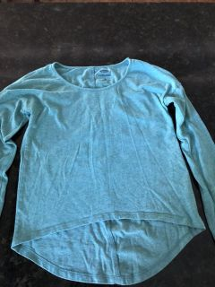 Old navy light weight long sleeved top. Blue/green color. Size 8. Excellent condition. SF. $1.50
