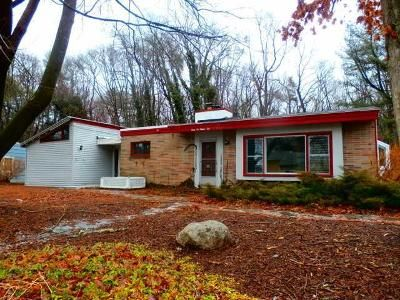 3 Bed 1.5 Bath Foreclosure Property in Holbrook, MA 02343 - Damon Ave