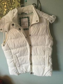 Aeropostale white down vest with hood sz Large