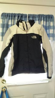 "GUC....WOMEN SIZE ""M"" THE NORTH FACE WINTER JACKET"