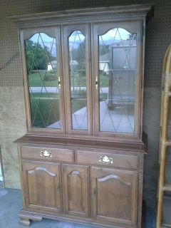 BEAUTIFUL! 1986 Ethan Allen Solid Wood China Hutch