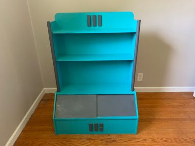 Bookshelf toy box storage