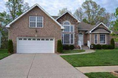 412 Sheffield Dr White House Three BR, A must see!