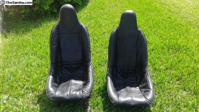 Pair of excellent Bucket seats and covers