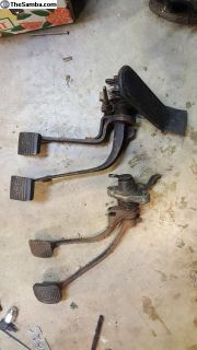 Type I gas/clutch/brake pedal assembly