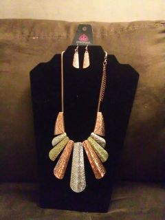 Untamed necklace and earrings set