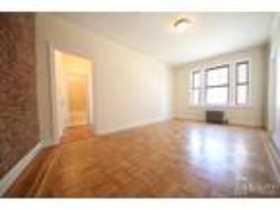 Huge Sunny Renovated* Queen Size Bed* Modern Granite Kitchen* City Views