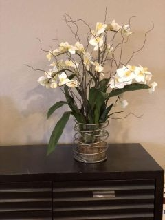 Decorative flowers used in model home. Pick up in crystal valley ranch.