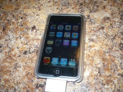 2nd Gen Apple iPod 8 gb with Charger & Case