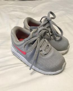 Toddler size 6 air max s