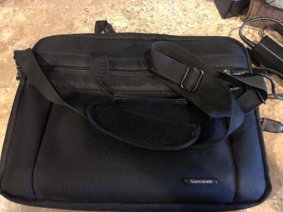 FREE Samsonite Cushioned Laptop Bag w/shoulder strap-tear on inside-See pics-could easily be sewn