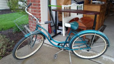 Vintage 60's 26 inch Schwinn Hollywood Girl's Bike