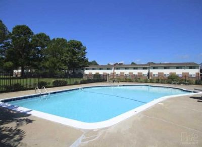 Save $100 OFF/mo! 2 bedroom Apartment - FREE Washer/Dryer - FREE Pool - Pet Friendly!!