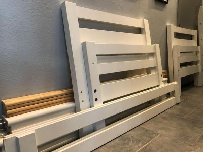 twin bunk bed. white.