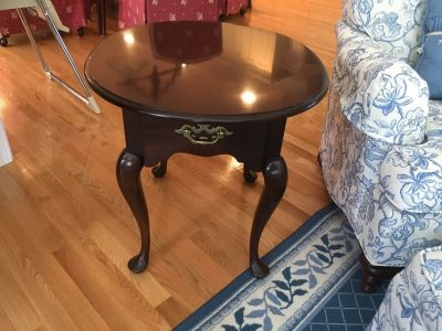 End table - oval mahogany high end STATTON brand