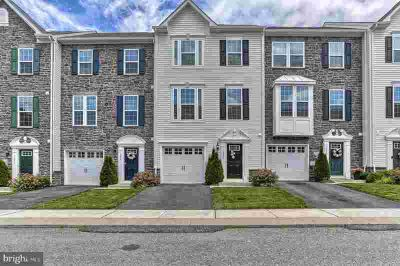 1273 Rannoch Ln YORK Three BR, Luxury & low maintenance living in