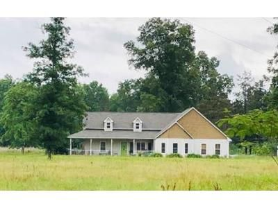 2 Bath Preforeclosure Property in Aberdeen, MS 39730 - Strong Rd
