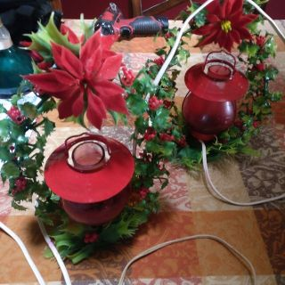 lighted wreath and red lights for mantle 1950s