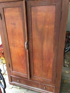 Solid wood Cabinet/wardrobe but no rod