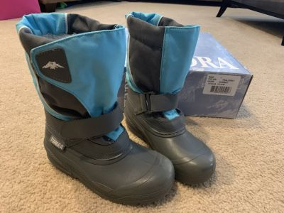 Tundra Quebec girls winter boots....size 1