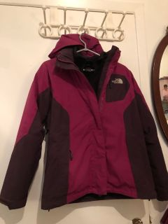 Nice north face 2 in 1 mint condition special till Thursday 25$