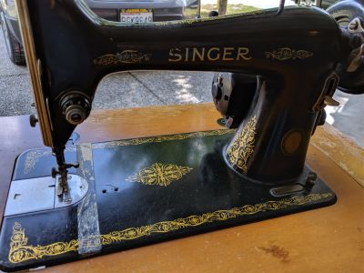 Vintage Singer Sewing machine NEEDS POWER CORD