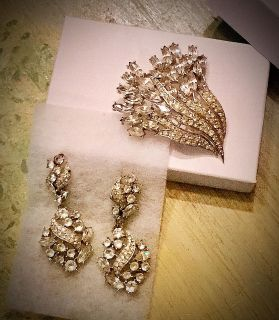 ABSOLUTELY STUNNING TRIFARI VINTAGE PIN AND EARRING SET!