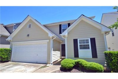 3 bedrooms Apartment - Features include a 2-car garage. Pet OK!