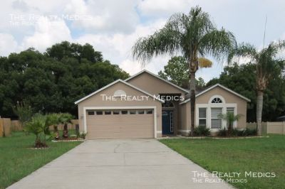 Great 4 bedroom, 2 bath home in Minneola