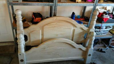 Queen headbord &footbord also bed frame