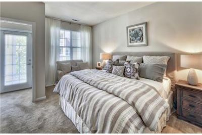 Lovely West Greenwich, 2 bed, 2.50 bath