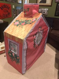 Collapsible kids playhouse cottage
