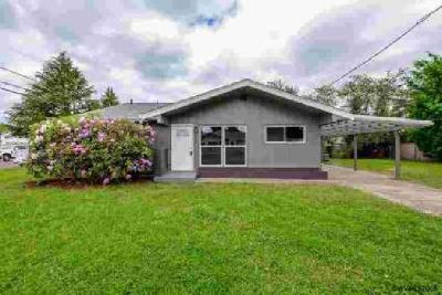 1015 20th Av SE Albany Three BR, Single level home with all the