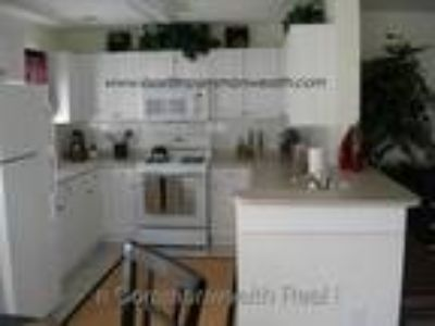 great townhouse,pool,gym,located off rt 1
