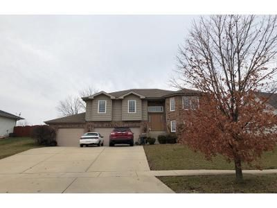5 Bed 3 Bath Preforeclosure Property in Crown Point, IN 46307 - Doe Path Ln
