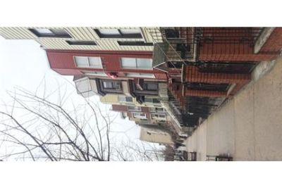 3 bedrooms Townhouse - Welcome to this well maintained 3BR/1ba apartment in Sunset Park, Brooklyn.
