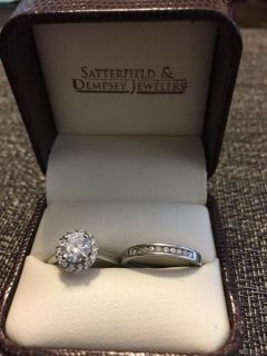 Stunning Round Diamond Halo Solitaire Engagement Ring and Band