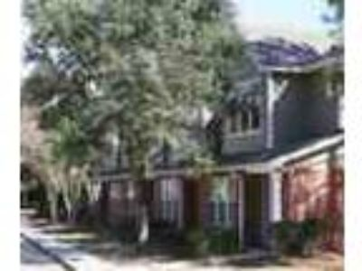 3bed2bath In Baton Rouge Pool Gym Large Closet