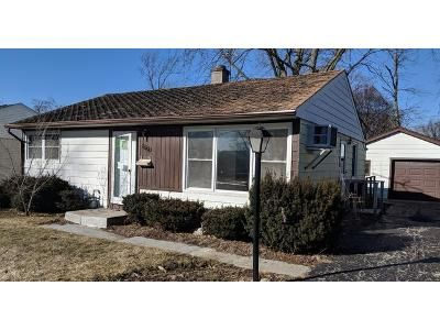 2 Bed 1 Bath Foreclosure Property in Rolling Meadows, IL 60008 - Park St