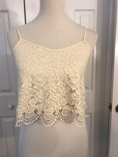 ~AMBIANCE APPAREL ~CROPPED TOP SIZE SMALL