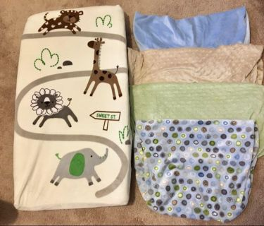 Changing pad and 5 covers, 3 extra per pads
