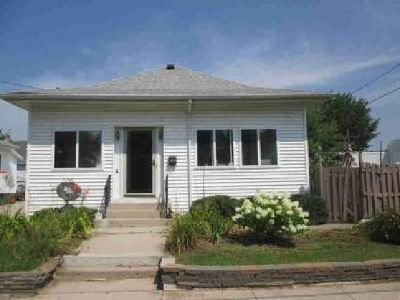 1516 Columbus St Manitowoc, 2 BR, 2 car detached
