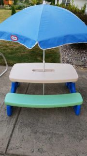 Little Tykes Picnic Table with Umbrella