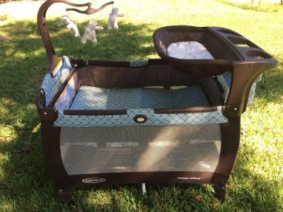 Pack and play Graco
