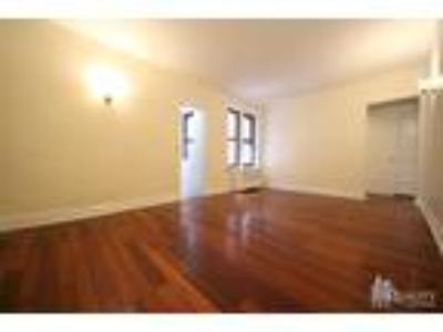 West 10th St/ Bleecker* Massive Sunny Renov* King Size Bed* Huge Closet Space*