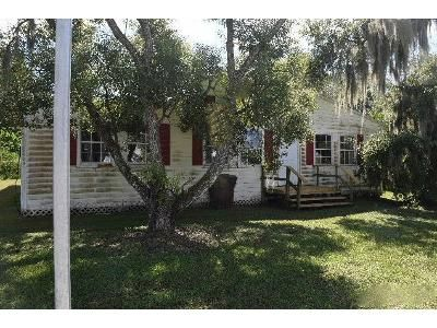4 Bed 2 Bath Foreclosure Property in Mulberry, FL 33860 - NW 3rd St
