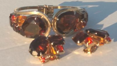 VINTAGE (ANTIQUE?) BRACELET & CLIP ON EARRINGS