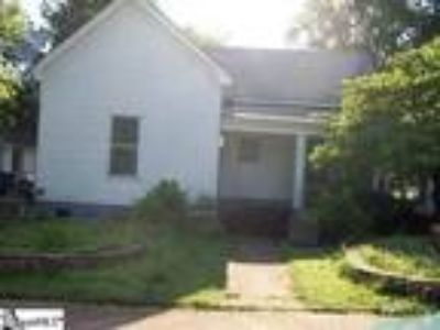 Cute little Three BR Two BA perfect for your...
