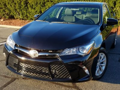 2016 Toyota Camry SE w/TouchScreenDisplay,Back-U (Midnight Black Metallic)