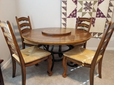 Very nice Wood Dinette Set w/ 4 Chairs